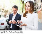 Купить «Young man and woman phubbing», фото № 26353580, снято 11 апреля 2017 г. (c) Яков Филимонов / Фотобанк Лори