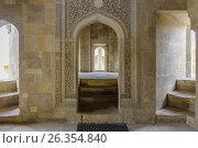 Купить «Arch doorway in Divan-hana in Shirvanshahs palace. Icheri sheher (Old Town) of Baku», фото № 26354840, снято 25 апреля 2017 г. (c) Аркадий Захаров / Фотобанк Лори