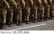 Купить «Строй солдат марширует на месте ночью по брусчатке», видеоролик № 26355664, снято 23 мая 2017 г. (c) Игорь Долгов / Фотобанк Лори