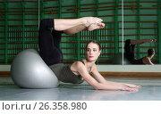 Attractive Woman Exercising With Exercise Ball, фото № 26358980, снято 30 марта 2013 г. (c) Tatjana Romanova / Фотобанк Лори