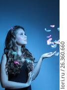 Blue fashion shoot of young woman and feathers, фото № 26360660, снято 5 мая 2013 г. (c) Tatjana Romanova / Фотобанк Лори