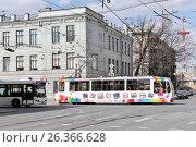 Купить «Санкт-Петербург. Трамвай с детскими рисунками на перекрестке улиц Академика Лебедева и Боткинской», эксклюзивное фото № 26366628, снято 7 мая 2017 г. (c) Илюхина Наталья / Фотобанк Лори