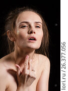 Купить «Эмоциональная девушка с блестками на лице. Студийный портрет.», фото № 26377056, снято 27 января 2017 г. (c) Момотюк Сергей / Фотобанк Лори