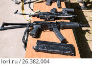 Купить «Российское автоматическое огнестрельное оружие», фото № 26382004, снято 27 мая 2017 г. (c) FotograFF / Фотобанк Лори