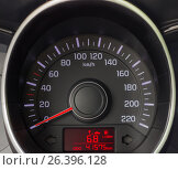 Спидометр автомобиля крупным планом. Стоковое фото, фотограф Karataevo / Фотобанк Лори