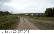 Купить «Rear view of car driving along a rural dirt road», видеоролик № 26397048, снято 30 апреля 2017 г. (c) Денис Дряшкин / Фотобанк Лори