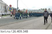 Young men are a parade on square of Lenin while celebrating the victory day (2017 год). Редакционное видео, видеограф Елена Абдураманова / Фотобанк Лори