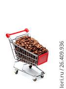 Купить «Кофейные зерна в маленькой продуктовой тележке на белом фоне», фото № 26409936, снято 28 мая 2011 г. (c) Александр Гаценко / Фотобанк Лори