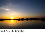 Купить «Красочный закат над водоемом», фото № 26420484, снято 22 января 2019 г. (c) severe / Фотобанк Лори