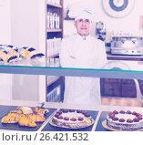 Купить «Man is offering tasty cakes, rolls and pies», фото № 26421532, снято 22 апреля 2017 г. (c) Яков Филимонов / Фотобанк Лори