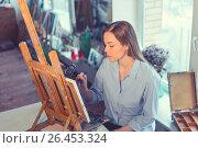 Купить «Young painter», фото № 26453324, снято 31 марта 2017 г. (c) Raev Denis / Фотобанк Лори