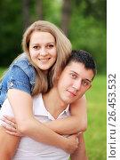 Купить «Счастливая молодая пара в парке», фото № 26453532, снято 13 июня 2014 г. (c) Александр Гаценко / Фотобанк Лори