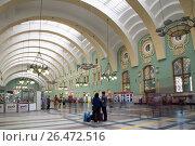 Купить «Kazansky railway terminal ( Kazansky vokzal) -- is one of nine railway terminals in Moscow, Russia. Construction of the modern building according to the design by architect Alexey Shchusev started in 1913 and ended in 1940», фото № 26472516, снято 18 июня 2015 г. (c) Владимир Журавлев / Фотобанк Лори