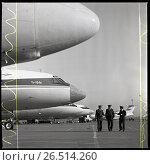 Купить «Аэродром. Летчики рядом с самолетами Ту-154», фото № 26514260, снято 20 января 2019 г. (c) Борис Кавашкин / Фотобанк Лори