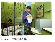 Купить «Выборы в тюрьме. Заключенный и надзиратель», фото № 26514844, снято 21 апреля 2019 г. (c) Борис Кавашкин / Фотобанк Лори