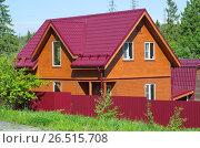 Купить «Новый деревянный дачный дом», фото № 26515708, снято 10 июня 2017 г. (c) Елена Коромыслова / Фотобанк Лори