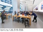 Купить «Apple Store Genius Bar, Hong Kong, China», фото № 26519556, снято 16 марта 2017 г. (c) Александр Подшивалов / Фотобанк Лори