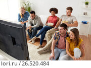 Купить «happy friends with popcorn watching tv at home», фото № 26520484, снято 14 августа 2016 г. (c) Syda Productions / Фотобанк Лори