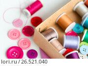 Купить «box with thread spools and sewing buttons on table», фото № 26521040, снято 29 сентября 2016 г. (c) Syda Productions / Фотобанк Лори