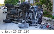 Купить «ДТП, Тойота Сурф на боку, спереди», фото № 26521220, снято 5 июня 2017 г. (c) Сергей Гусаров / Фотобанк Лори