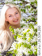 Купить «Блондинка среди веток цветущей груши», фото № 26534260, снято 16 мая 2017 г. (c) Момотюк Сергей / Фотобанк Лори