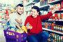 Happy young couple purchasing tinned goods, фото № 26553992, снято 14 марта 2017 г. (c) Яков Филимонов / Фотобанк Лори