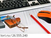 Купить «Компьютер, графики, диаграммы и таблицы. Бизнес-натюрморт», эксклюзивное фото № 26555240, снято 19 июня 2017 г. (c) Юрий Морозов / Фотобанк Лори