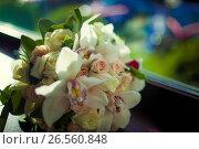 Купить «Beautiful wedding bouquet of white flowers», фото № 26560848, снято 17 июня 2017 г. (c) Dmitry Chapurin / Фотобанк Лори
