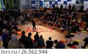 Купить «Representative of a startup presents its project to investors», видеоролик № 26562944, снято 6 июня 2017 г. (c) Антон Гвоздиков / Фотобанк Лори