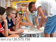"SOCHI, RUSSIA - June 24, 2017: Schoolchildren's make robots at an open lesson of the All-Russia Educational Center ""Sirius"" in Sochi. Редакционное фото, фотограф Анна Мартынова / Фотобанк Лори"