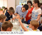 """SOCHI, RUSSIA - June 24, 2017: Team work on robotics under the guidance of a teacher at an open lesson of the All-Russian Educational Center """"Sirius"""" in Sochi. Редакционное фото, фотограф Анна Мартынова / Фотобанк Лори"""