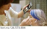 Купить «Professional makeup person a young girl with blue hair», видеоролик № 26573884, снято 12 июня 2017 г. (c) Константин Мерцалов / Фотобанк Лори