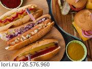 Купить «Close-up of hot dogs and hamburgers decorated with 4th july theme», фото № 26576960, снято 10 февраля 2017 г. (c) Wavebreak Media / Фотобанк Лори