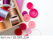 Купить «box with thread spools and sewing buttons on table», фото № 26585224, снято 29 сентября 2016 г. (c) Syda Productions / Фотобанк Лори