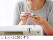 Купить «woman with spool of thread and sewing machine», фото № 26585416, снято 29 сентября 2016 г. (c) Syda Productions / Фотобанк Лори