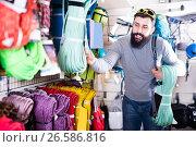 Купить «Man chooses a rope for alpinism», фото № 26586816, снято 24 февраля 2017 г. (c) Яков Филимонов / Фотобанк Лори