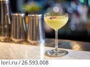 Купить «glass of cocktail at bar», фото № 26593008, снято 7 февраля 2017 г. (c) Syda Productions / Фотобанк Лори
