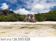 island beach in indian ocean on seychelles (2017 год). Стоковое фото, фотограф Syda Productions / Фотобанк Лори