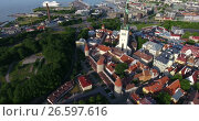 Купить «Полет к башне Олафа с видом на старый город и морской порт города Таллин, Эстония», видеоролик № 26597616, снято 29 июня 2017 г. (c) Кекяляйнен Андрей / Фотобанк Лори