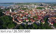 Купить «Старая часть города Таллина с крепостью. Эстония. Вид сверху», видеоролик № 26597660, снято 29 июня 2017 г. (c) Кекяляйнен Андрей / Фотобанк Лори