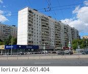 Купить «Двенадцатиэтажный пятиподъездный панельный жилой дом серии II-57, построен в 1972 году. Русаковская улица, 29. Район Сокольники. Москва», эксклюзивное фото № 26601404, снято 28 июня 2017 г. (c) lana1501 / Фотобанк Лори
