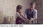 Купить «Little boy with father in pottery», видеоролик № 26601432, снято 17 февраля 2019 г. (c) Raev Denis / Фотобанк Лори
