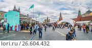 Купить «Книжный фестиваль «Красная площадь» прошел в центре Москвы с 3 по 6 июня 2017 год. Панорама площади», эксклюзивное фото № 26604432, снято 4 июня 2017 г. (c) Виктор Тараканов / Фотобанк Лори
