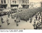 Купить «16 августа 1944. Пленных гитлеровцев ведут по улицам Киева», фото № 26607248, снято 21 января 2020 г. (c) Retro / Фотобанк Лори