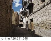 Купить «Narrow street at old spanish town. Calaceite», фото № 26611548, снято 11 мая 2016 г. (c) Яков Филимонов / Фотобанк Лори