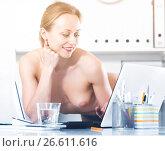 Купить «Female in pants in the office near the table», фото № 26611616, снято 24 апреля 2017 г. (c) Яков Филимонов / Фотобанк Лори