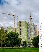 Москва, строительство современных жилых домов по программе реновации жилого фонда (2017 год). Редакционное фото, фотограф glokaya_kuzdra / Фотобанк Лори