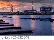 Купить «Сочи,  акватория морского порта на закате солнца», фото № 26632048, снято 8 апреля 2020 г. (c) glokaya_kuzdra / Фотобанк Лори