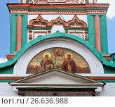 Икона над  входом в Храм Святителя Николая в Хамовниках. Москва (2017 год). Редакционное фото, фотограф Татьяна Белова / Фотобанк Лори