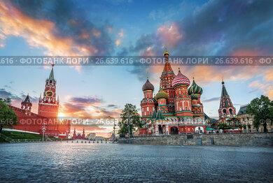 Москва. Параллельно облакам. St. Basil's Cathedral and the Spasskaya Tower